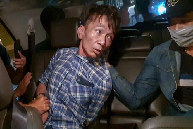 Nguyễn Duy Bằng bị khống chế trên ô tô khi vừa ra khỏi cửa hầm Hải Vân. Ảnh: Zing.vn
