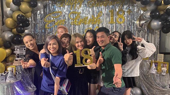 Quang Hải và Thanh Thủy cùng xuất hiện trong bữa tiệc sinh nhật của bạn nam cầu thủ