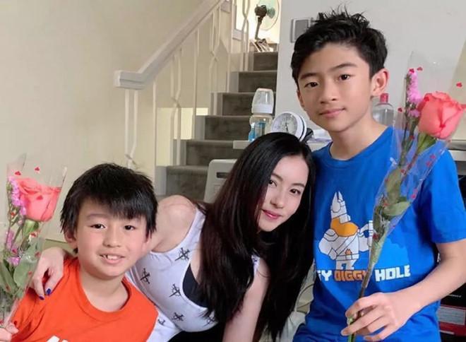 Trương Bá Chi hiện đang là mẹ đơn thân của ba cậu nhóc: Lucas 12 tuổi, Quintus 8 tuổi và Marcus tròn 1 tuổi.