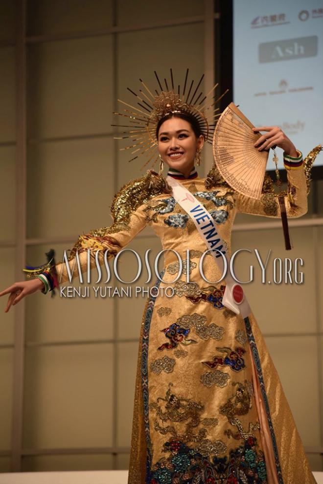 Trang phục dân tộc của Việt Nam nổi bật tại đấu trường nhan sắc Miss International 2019.