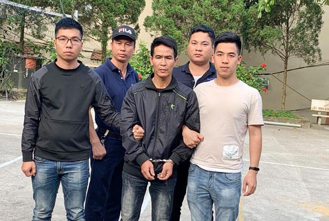 Đối tượng Phan Văn Toàn bị công an bắt giữ sau nhiều giờ phạm tội.