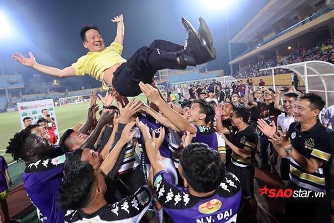 Dù vô địch nhưng CLB Hà Nội có quá nhiều vấn đề làm ảnh hưởng đến bộ mặt chung của bóng đá Việt Nam.