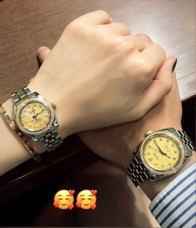 Được biết, đồng hồ của Linh Rin và Phillip Nguyễn có giá khoảng 130 triệu đồng