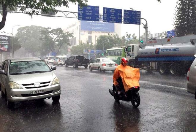 Dự báo thời tiết hôm nay, Nam Bộ tiếp tục có mưa rào. Ảnh: VOH