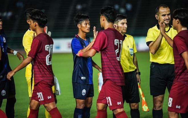 U19 Thái Lan nhận vô vàn gạch đá từ NHM nước nhà sau trận thua Campuchia.