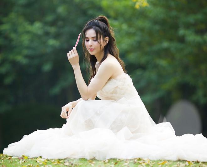 Bộ ảnh cưới như gái 20 của người đẹp xứ Trung