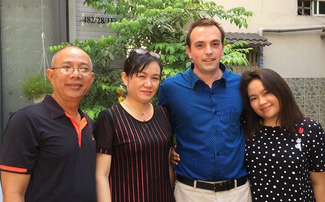 Vợ chồng nghệ sĩ Trung Dân cùng vợ chồng con gái