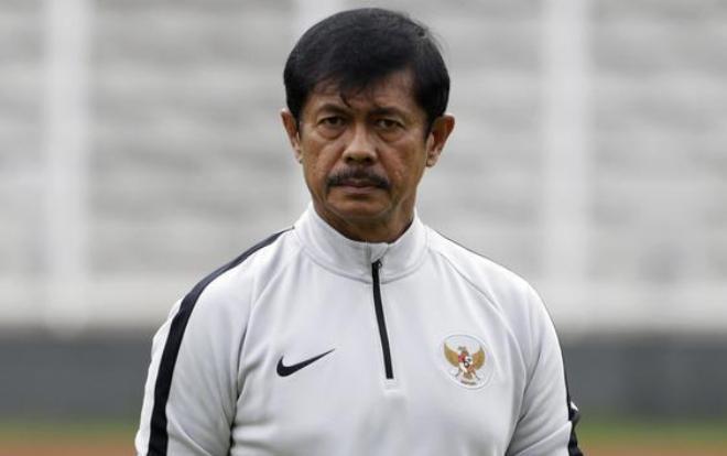 """Theo bản tin thể thao hôm nay, HLV Indra sẽ phải đau đầu tìm cách """"vá"""" những lỗ hổng do Firza Andika và Muhammad Rafli để lại"""