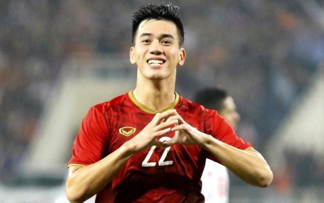 Xuất phát từ pha tạt bóng từ cánh trái của Thanh Thịnh, Tiến Linh đã chạy chỗ rất khôn khéođể đánh đầu ghi bàn rút ngắn tỉ số xuống còn 1-2 cho U22 Việt Nam.