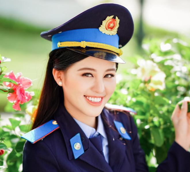 Nguyễn Bảo Ngọc sinh năm 1998, hiện là sinh viên năm thứ tư, Học viện Cảnh sát Nhân dân, chuyên ngành Tư pháp Hình sự. Nữ sinh đang thực tập tại Tòa án Nhân dân tối cao.
