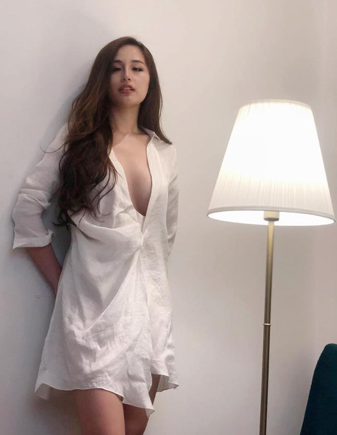 Mai Phương Thúy là hoa hậu dám hở bạo nhất hiện nay. Nếu như Kỳ Duyên đãm mạnh dạn thừa nhận dao kéo vòng 1 thì cựu Hoa hậu Việt Nam 2006 chưa bao giờ lên tiếng về việc này.