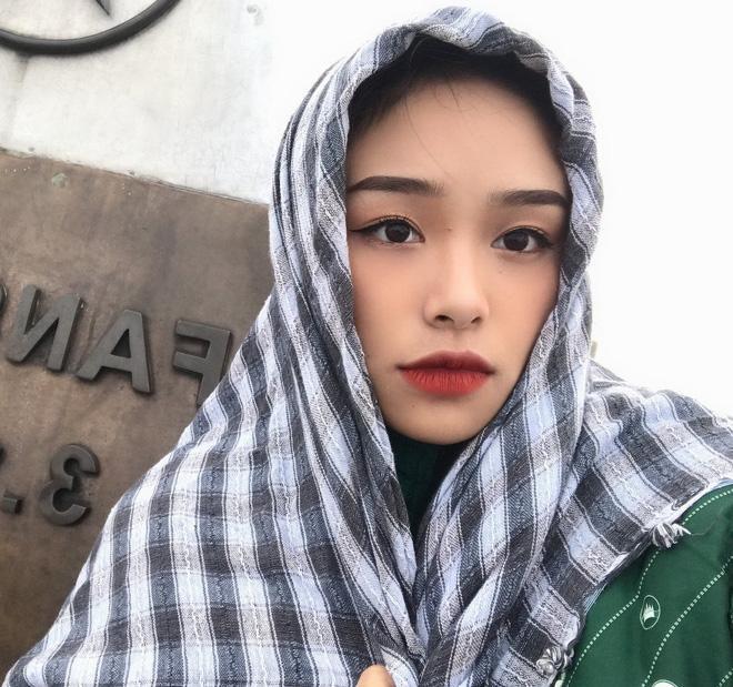 Bạn thân người yêu tin đồn Quang Hải chiếm spotlight mạng xã hội khi đến cổ vũ đội tuyển Việt Nam ảnh 4