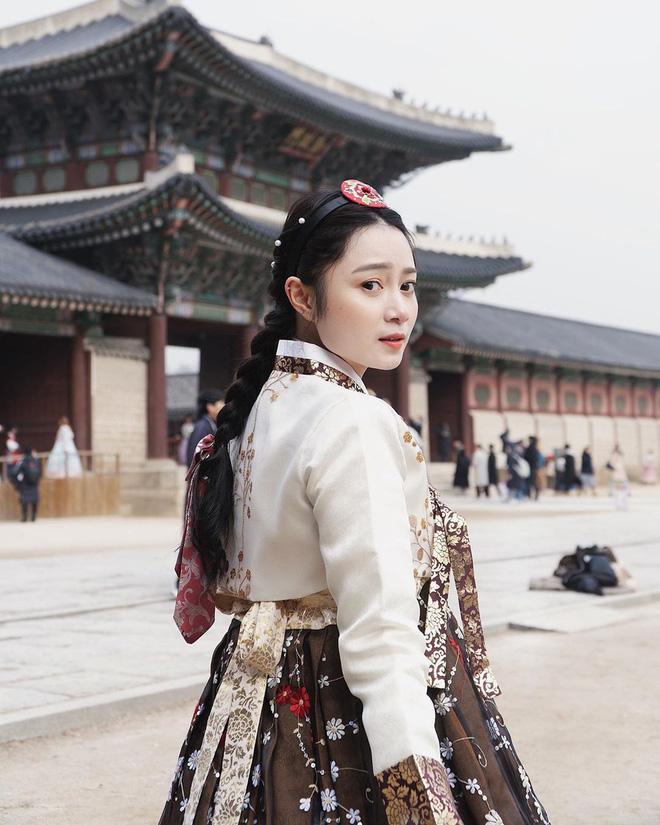"""Cẩm Tú Nguyễn chọn Hàn Quốc để """"khai trương"""" chuyến đi đầu năm."""