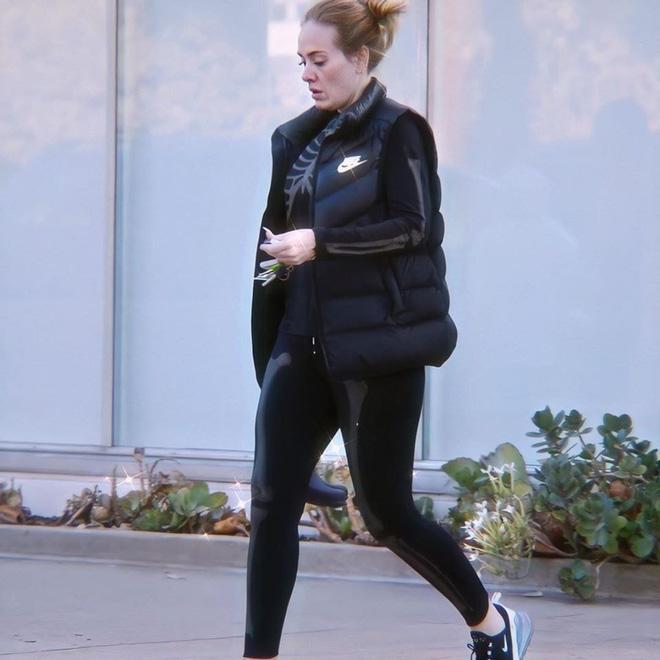 Adele được cánh săn ảnh bắt gặp gần đây với thân hình thon gọn hơn hẳn