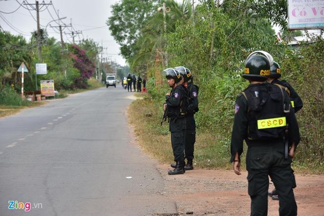 Điều 500 cảnh sát, xe bọc thép, chó săn vây bắt kẻ bắn chết 5 người ở sòng bạc Củ Chi ảnh 0
