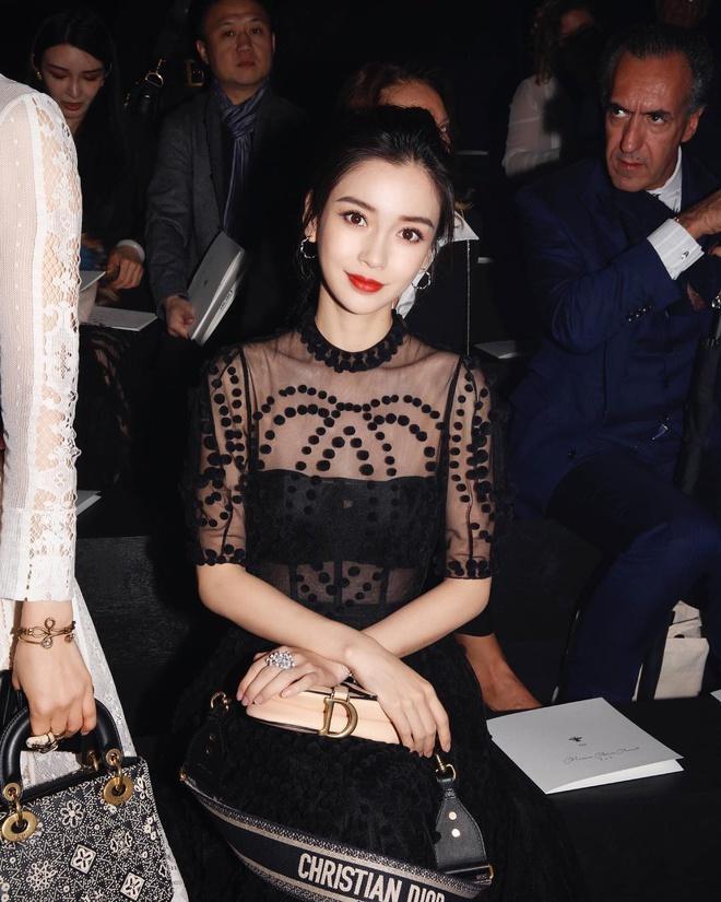 Angelababy luôn là gương mặt đại diện cho nhà mốt Dior trong suốt nhiều năm liền, cô luôn tham gia các show thời trang của thương hiệu này mỗi khi Tuần lễ thời trang đến