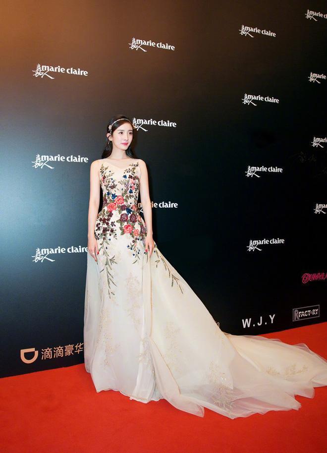 Tại sự kiện Marie Claire đã được tổ chức long trọng với sự tham dự của dàn mỹ nhân hạng A, giống như mọi lần, Dương Mịch lại là một trong những người đẹp gây chú ý bởi nhan sắc và sự nổi tiếng.