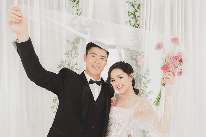 Hôm nay, con gái út của ông Giang Đông cưới chồng là trung vệ Đỗ Mạnh Duy Mạnh.