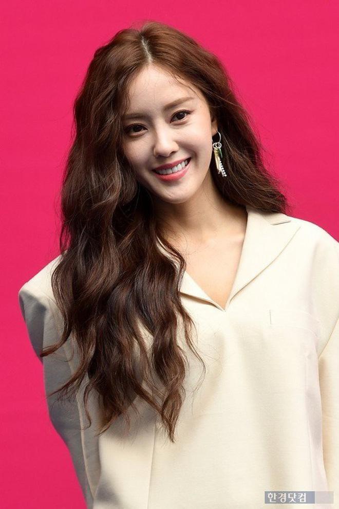 Fan sôi sục khi biết Hyomin (T-ara)  Yook Sung Jae (BTOB) sẽ làm giám khảo chương trình làm đẹp tại Việt Nam ảnh 4
