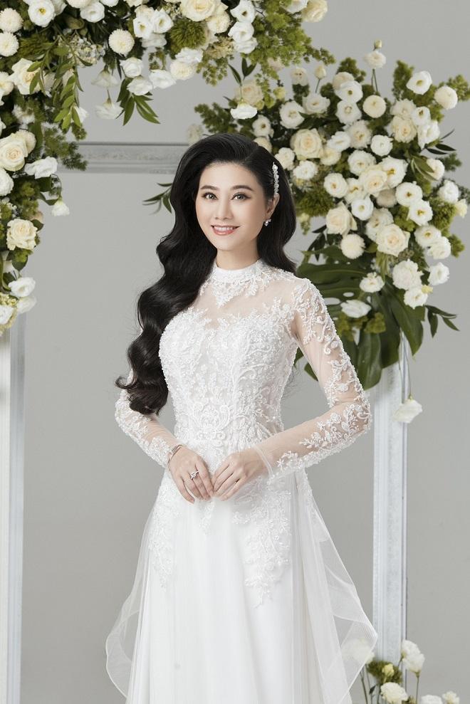 NSƯT Quế Trân hóa cô dâu với áo dài cưới