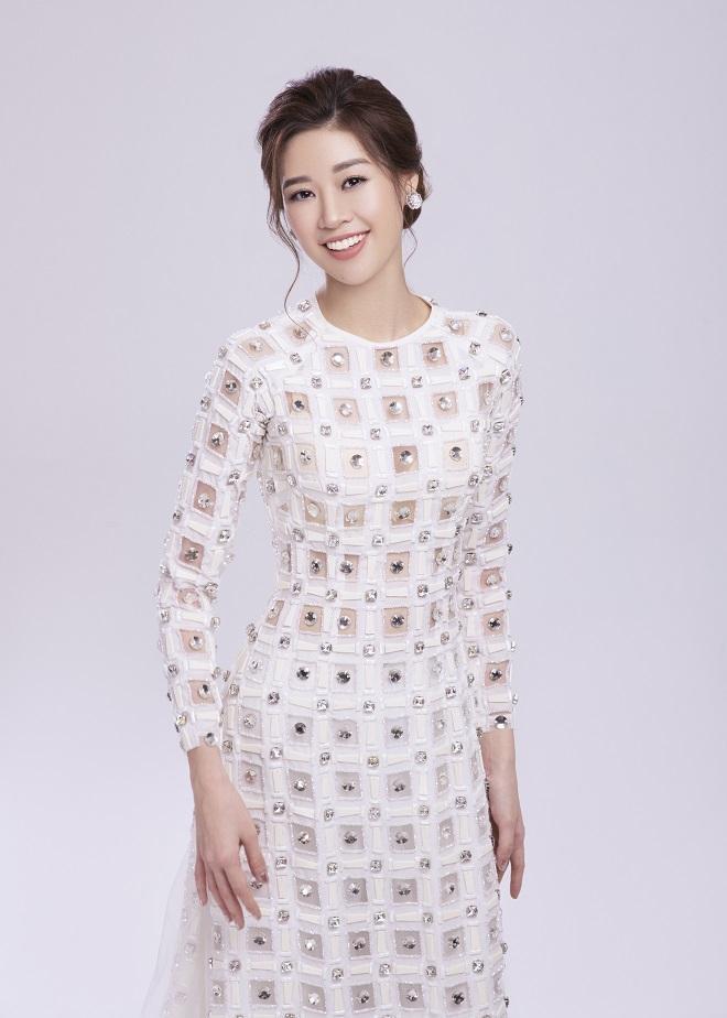 Khánh Vân tung ảnh áo dài trước khi thi Miss Universe, xứng danh hoa hậu mặc áo dài đẹp nhất! ảnh 4