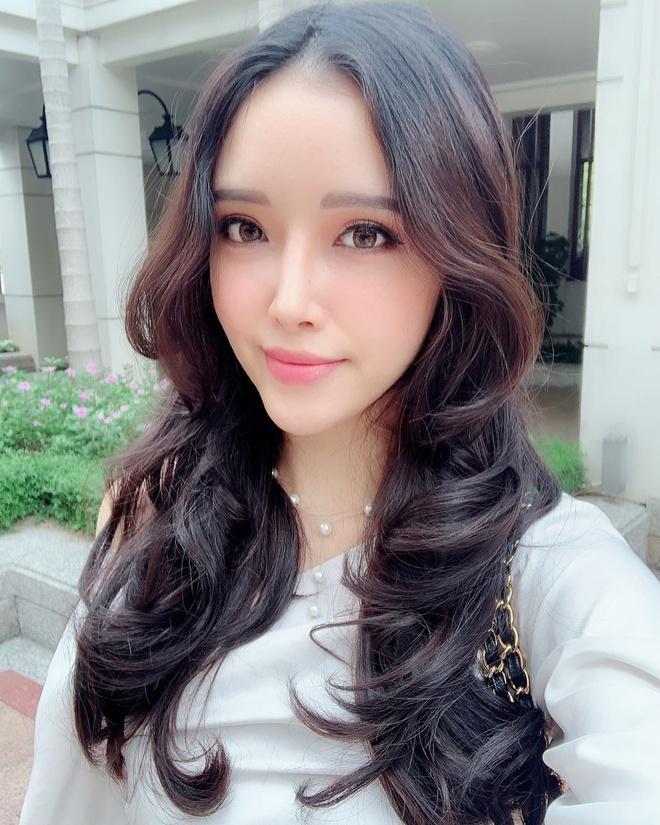 Sau khoảng thời gian đi du học tại nước ngoài, Ngọc Phượng ngày càng trưởng thành, quyến rũ và đầy nữ tính.