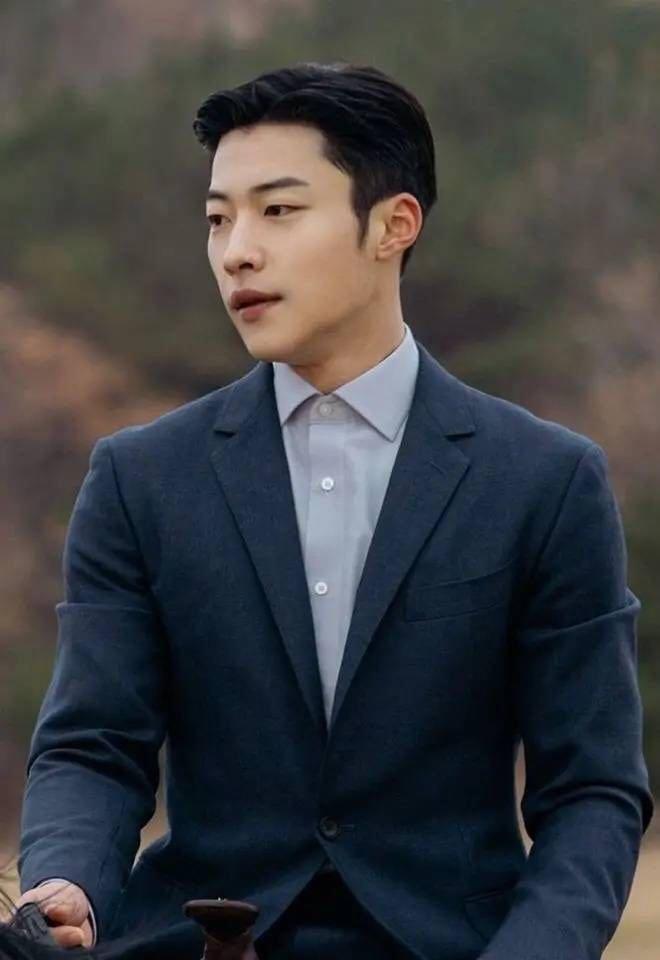 Woo Do Hwan – Đội trưởng đội cận vệ