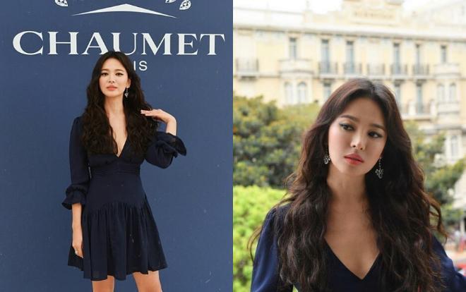 Trước đó, Song Hye Kyo cũng nhanh chóng update hình ảnh mình với bộ váy ngắn tay dài xẻ ngực sâu màu xanh đen đầy nổi bật