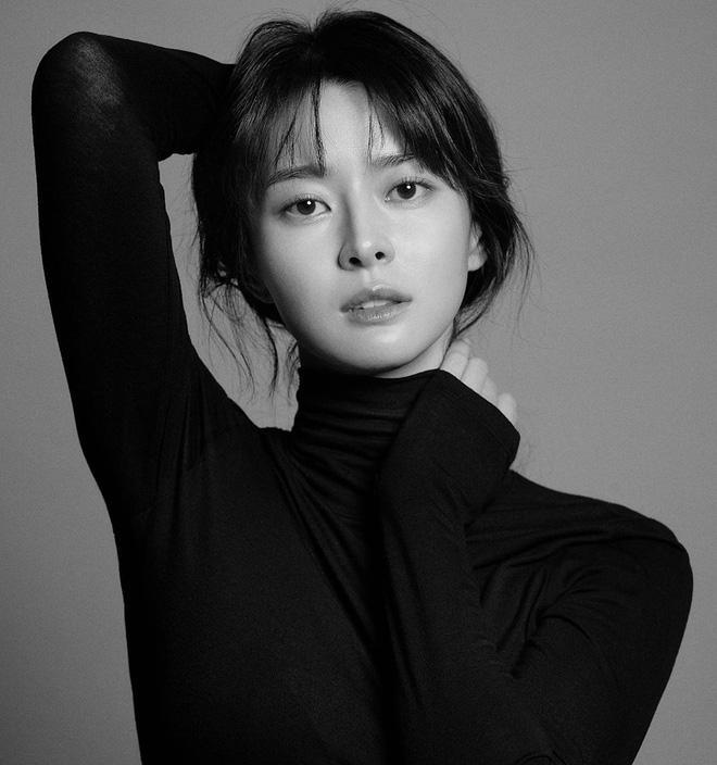Tình đầu Park Seo Joon  Kwon Nara tiết lộ từng suýt bị bắt cóc khi còn là thực tập sinh ảnh 6