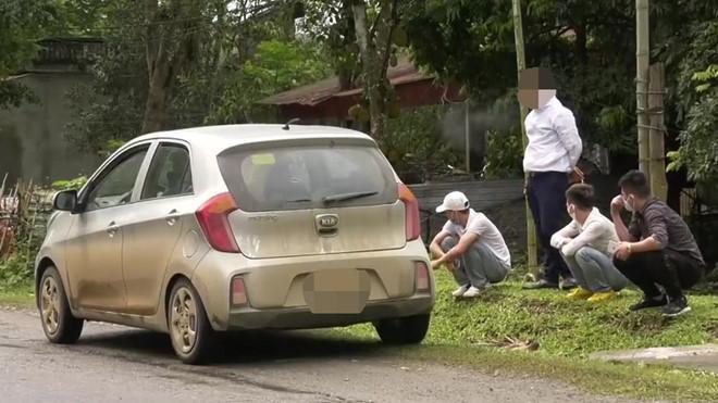 Các thanh niên thuộc diện cách ly y tế tại nhà thuê xe đi dự sinh nhật bạn. Ảnh: báo Thanh Niên