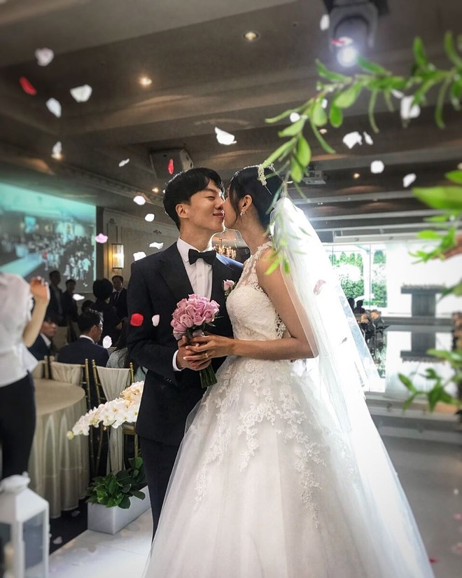 Ngôn tình không có thật: Từ Song Song, Goo Hye Sun  Ahn Jae Hyun đến cặp idol ly hôn nhanh nhất Kbiz! ảnh 4