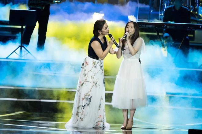 Mỹ Anh tự tin đứng chung sân khấu với mẹ của mình