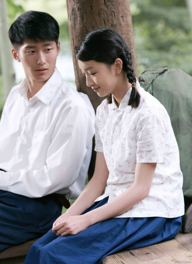 Song Kim Ảnh hậu Châu Đông Vũ tự hạ thấp giá trị bằng cách đóng phim chiếu mạng khiến dư luận chê cười ảnh 4