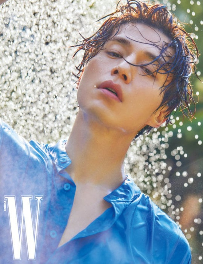Thần chết Lee Dong Wook đẹp trời ngời ngời trên tạp chí W mà vẫn khiêm tốn nói Goblin là bộ phim của Gong Yoo ảnh 7