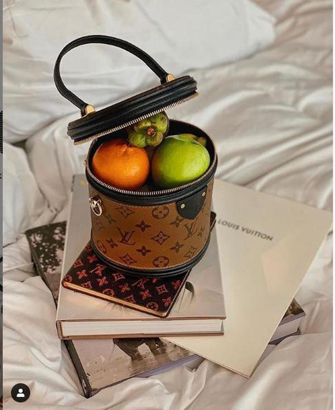 Ngọc Trinh, Hhen Niê ném tiền qua cửa sổ, sắm túi hiệu đắt đỏ chỉ để đựng táo với chôm chôm? ảnh 10