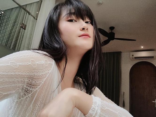 Được biết, cặp đôi đang tận hưởng kỳ nghỉ hè tại một khách sạn hạng sang ở Đà Nẵng. Bộ ảnh của Thùy Dương do chính tay bạn trai Huy Hùng bấm máy.