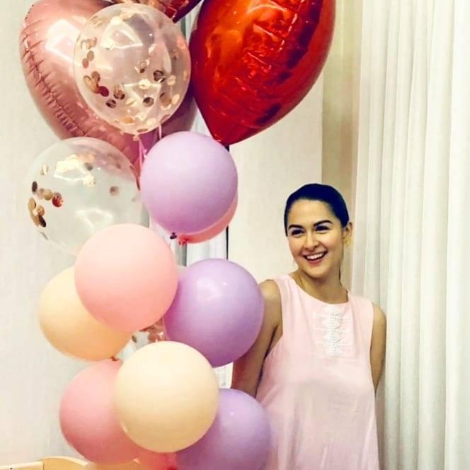 Tại bữa tiệc sinh nhật của mình, mỹ nhân đẹp nhất Philippines diện một chiếc váy hồng, kết hợp với phong cách trang điểm nhẹ nhàng