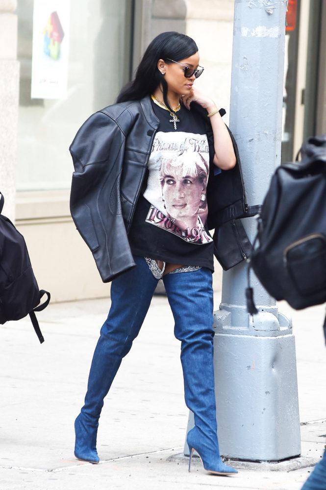 Rihanna khoe street style với thigh high boots và cách mix&match cùng áothun oversized.
