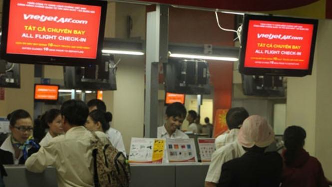 Nhân viên mặt đất nghỉ ốm hàng loạt khiến 11 chuyến bay của Vietjet chậm giờ.