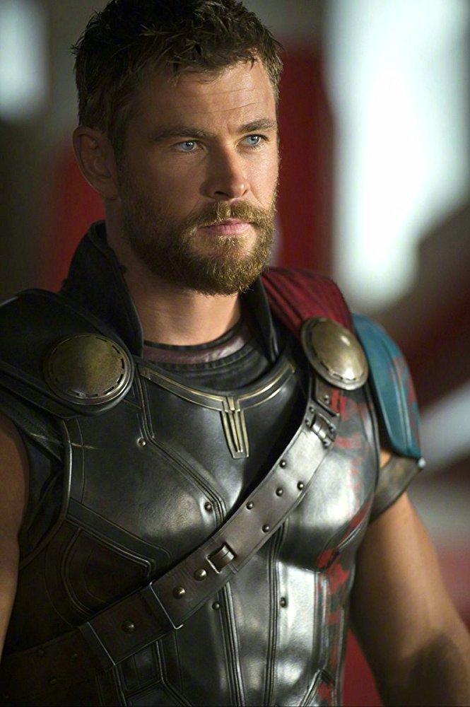Chris Hemsworth trong vai Thor.