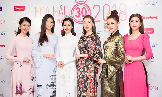 Á hậu Diễm Trang (bìa phải) cùng 5 hoa hậu, á hậu của cuộc thi Hoa hậu Việt Nam 2014, 2016 hội ngộ tại cuộc họp báo chiều 14/3.