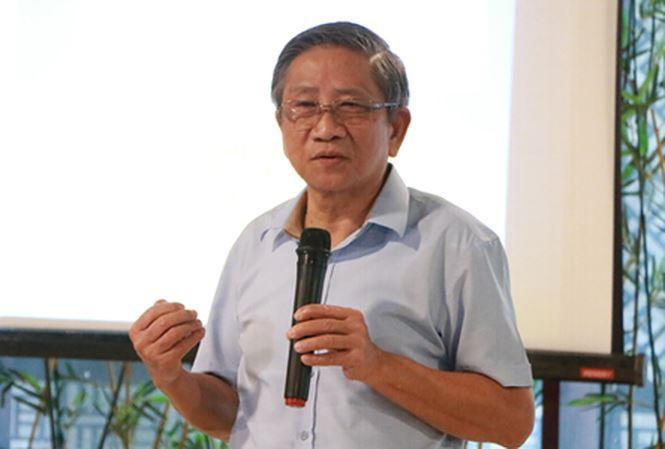 GS. Nguyễn Minh Thuyết trình bày tại buổi sinh hoạt chuyên đề sáng 15/9. (Ảnh: Đình Tuệ)