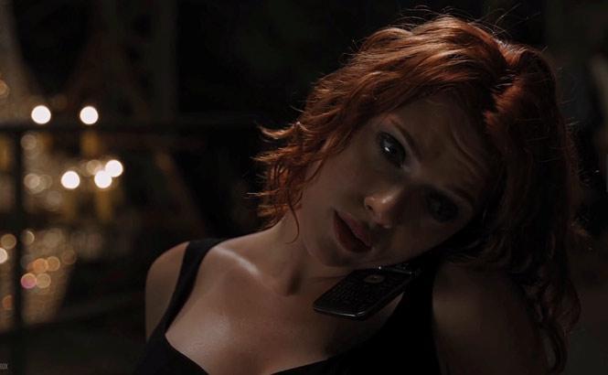 The Avengers (2012) - LG Lotus Elite LX610:Trong phần phim The Avengers 2012, Black Widow đã sử dụng chiếc điện thoại có thiết kế gập vỏ sò - LG Lotus Elite LX610.