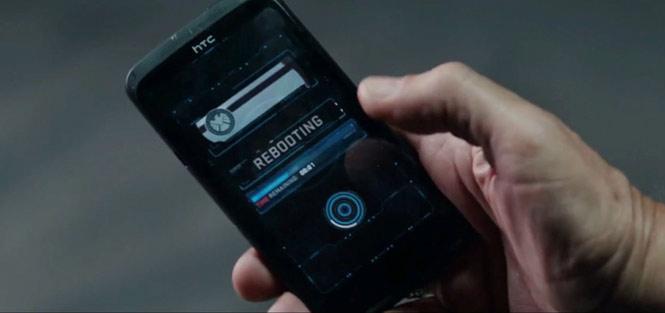 Captain America: The Winter Soldier (2014) - HTC One X+: Trong phần 2 của loạt phim về Captain America, điệp viên Alexander Pierce đã sử dụng chiếc điện thoại HTC One X+.