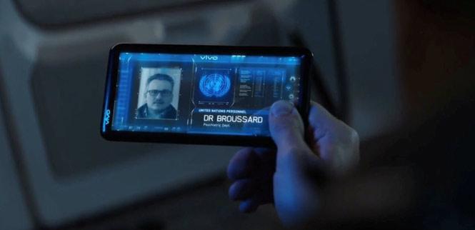 Captain America: Civil War (2016) - điện thoại trong suốt của Vivo:Trong phần phim Civil War 2016, Tony Stark đã sử dụng một chiếc điện thoại trong suốt khác của Vivo. Thiết bị chỉ có màn hình và viền khá mỏng.