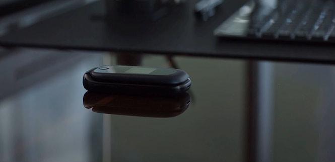 Captain America: Civil War (2016) - SCH-S336CAATFN: Trong đoạn kết của Civil War (2016), Rogers đã gửi Stark một chiếc điện thoại… cục gạch. Được biết, đây là chiếc điện thoại SCH-S336CAATFN do Samsung sản xuất.