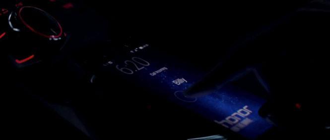 """Doctor Strange (2016) - Honor 8:Trong suốt phần phim """"Phù thuỷ tối thượng"""", Doctor Strange đã sử dụng chiếc điện thoại Honor 8."""