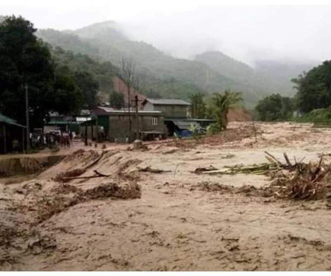 Mưa lũ lại đổ về huyện Mường Lát (Thanh Hóa) khiến một người phụ nữ mất tích. Ảnh: Tiền Phong