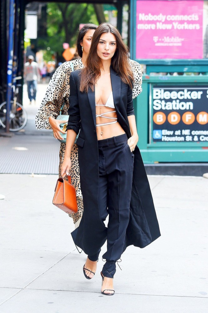 Nàng siêu mẫu nội y đình đám trên instagram đã có pha ngoạn mục trong cách lên đồ với bikini và suit