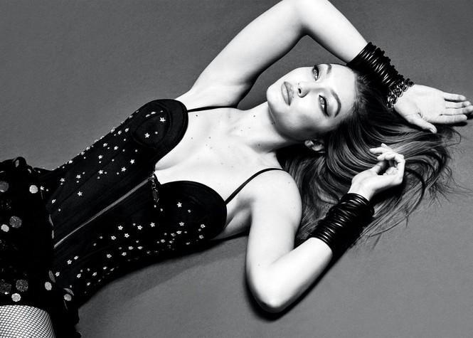 Sắc vóc gợi cảm của Gigi Hadid trong mỗi khung hình